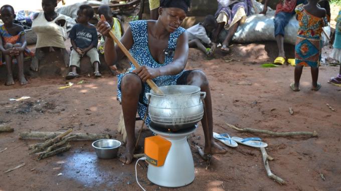 ガーナで活躍するBioLite Home Stove