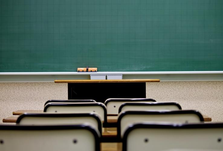 座ると見えてくる黒板の風景。