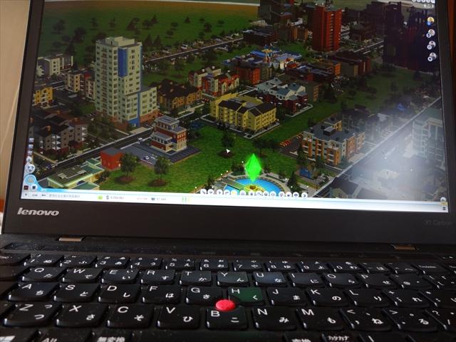 シムシティもグラフィックオプションの設定を低めにすれば、普通に遊べる
