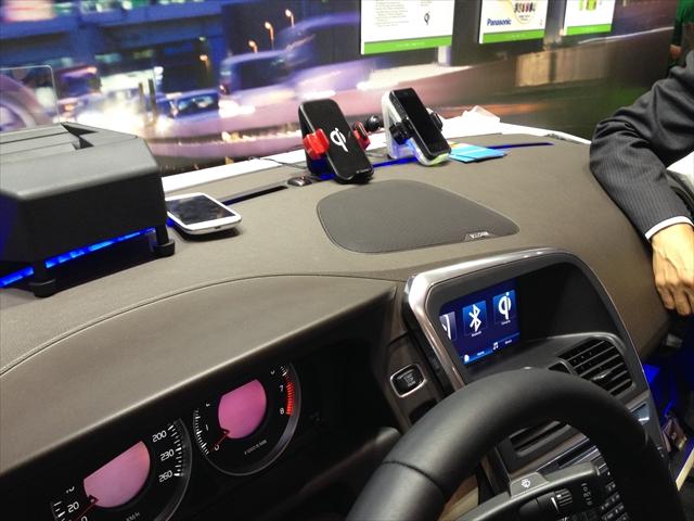 去年のCEATECのqiブース。車にこそ非接触充電器が必要だ!