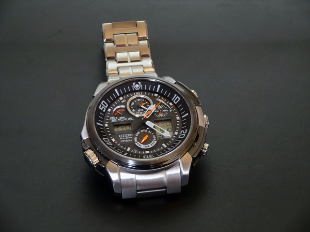 CITIZENのアテッサ ジェットセッター。とてもいい時計。メカメカしいのも良い。